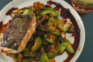 Read more about the article Skrei | Blutorangen-Honig-Sauce | Avocado | Blumenkohl | Granatapfelkerne
