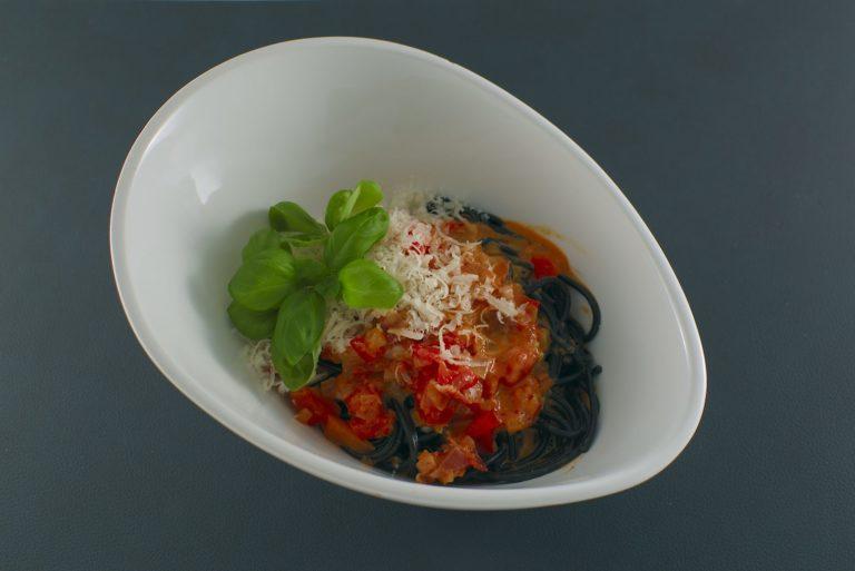 Paprika Carbonara | schwarze Spaghetti