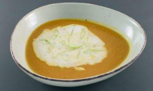 Read more about the article Möhren-Ingwer Suppe | Kokosmilchschaum | Zitronengras | Frühlingszwiebeln