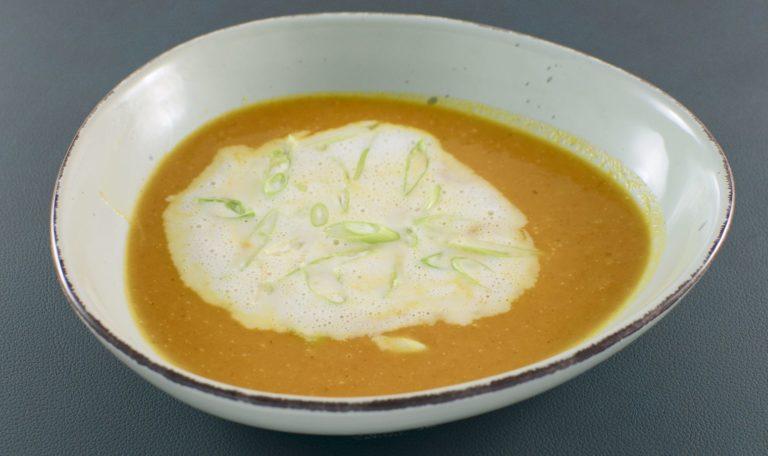 Möhren-Ingwer Suppe | Kokosmilchschaum | Zitronengras | Frühlingszwiebeln