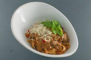 Read more about the article Pasta | Lammfilet | Tomaten-Sahne-Sauce