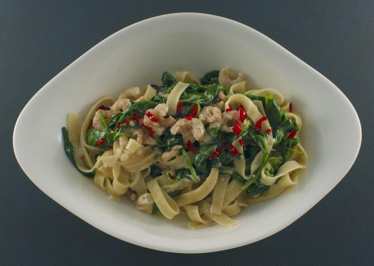 Tagliatelle | Thai-Curry-Sauce | Blattspinat | Garnelen
