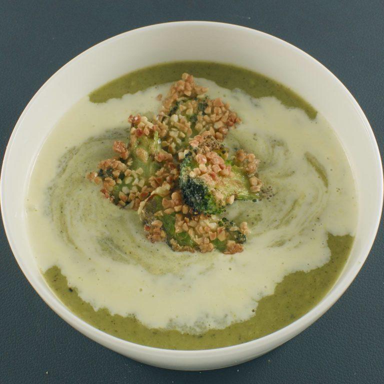 Brokkoli-Lauch-Suppe | Käsecreme | Mandel-Brokkoli-Scheiben