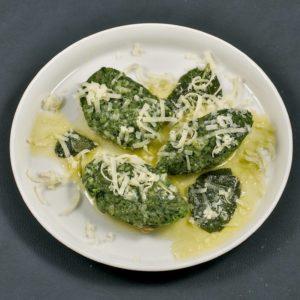 Read more about the article Südtiroler Spinatknödel | Salbei-Butter-Sauce | Bergkäse
