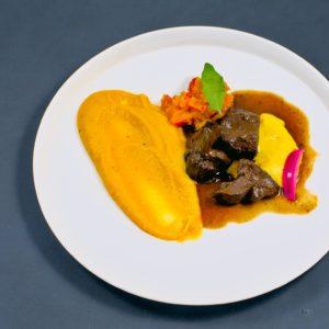 Read more about the article Wildschweingulasch   Dreierlei vom Kürbis   Zwiebel-Pickle
