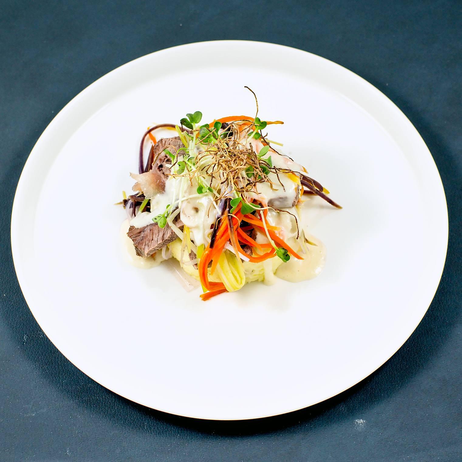 Tafelspitz | Meerrettich-Sauce | Kartoffelpüree | Gemüsejulienne