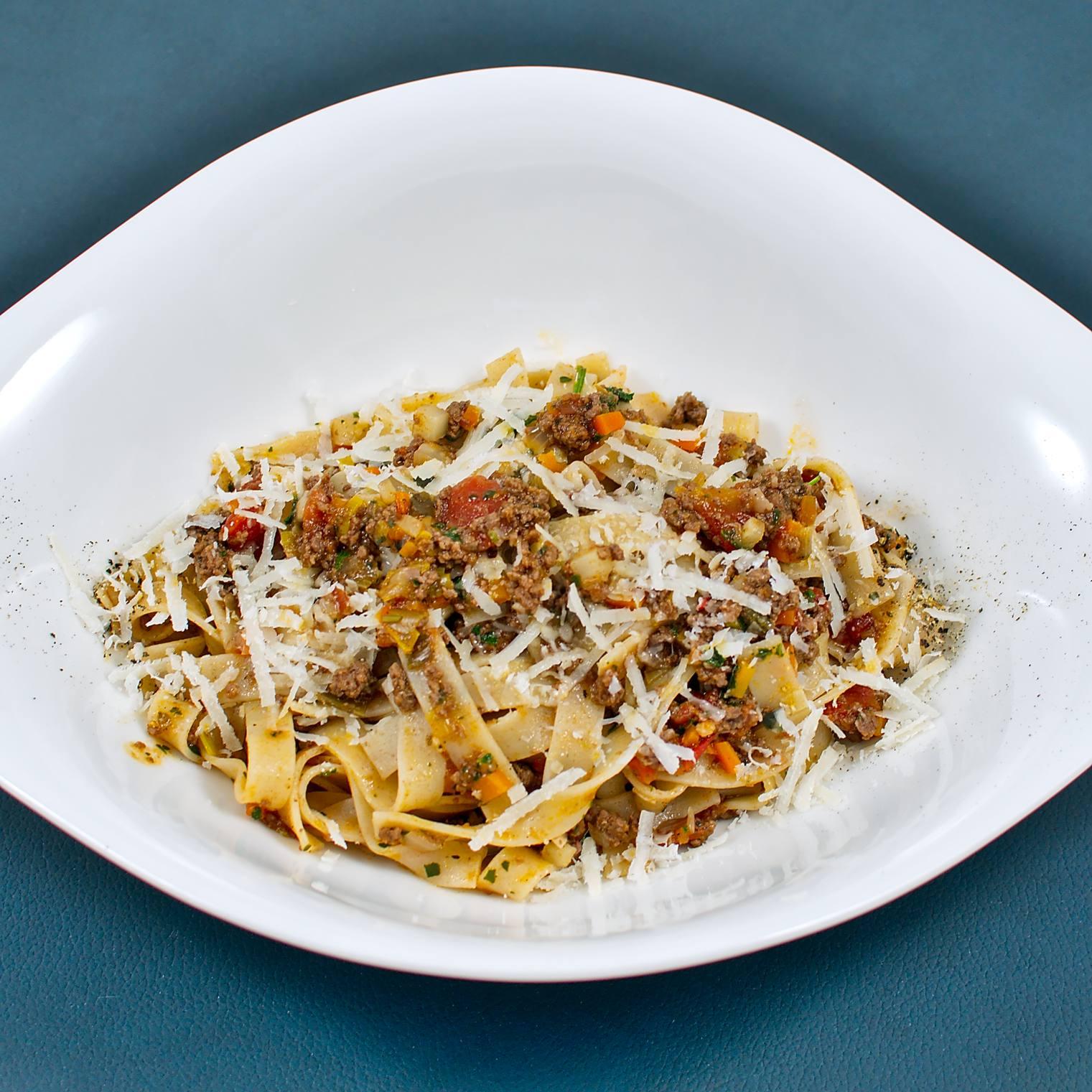 Reh-Ragout alla Bolognese | Tagliatelle | Parmesan