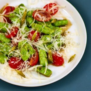 Read more about the article Bärlauchgnocchi | Bärlauchkapern | braune Butter | Tomaten | Parmesan