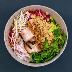 Read more about the article Schweinebauch sous vide | Asia-Bowl | BBQ-Laq Chili-Ingwer von Eat21 | Werbung