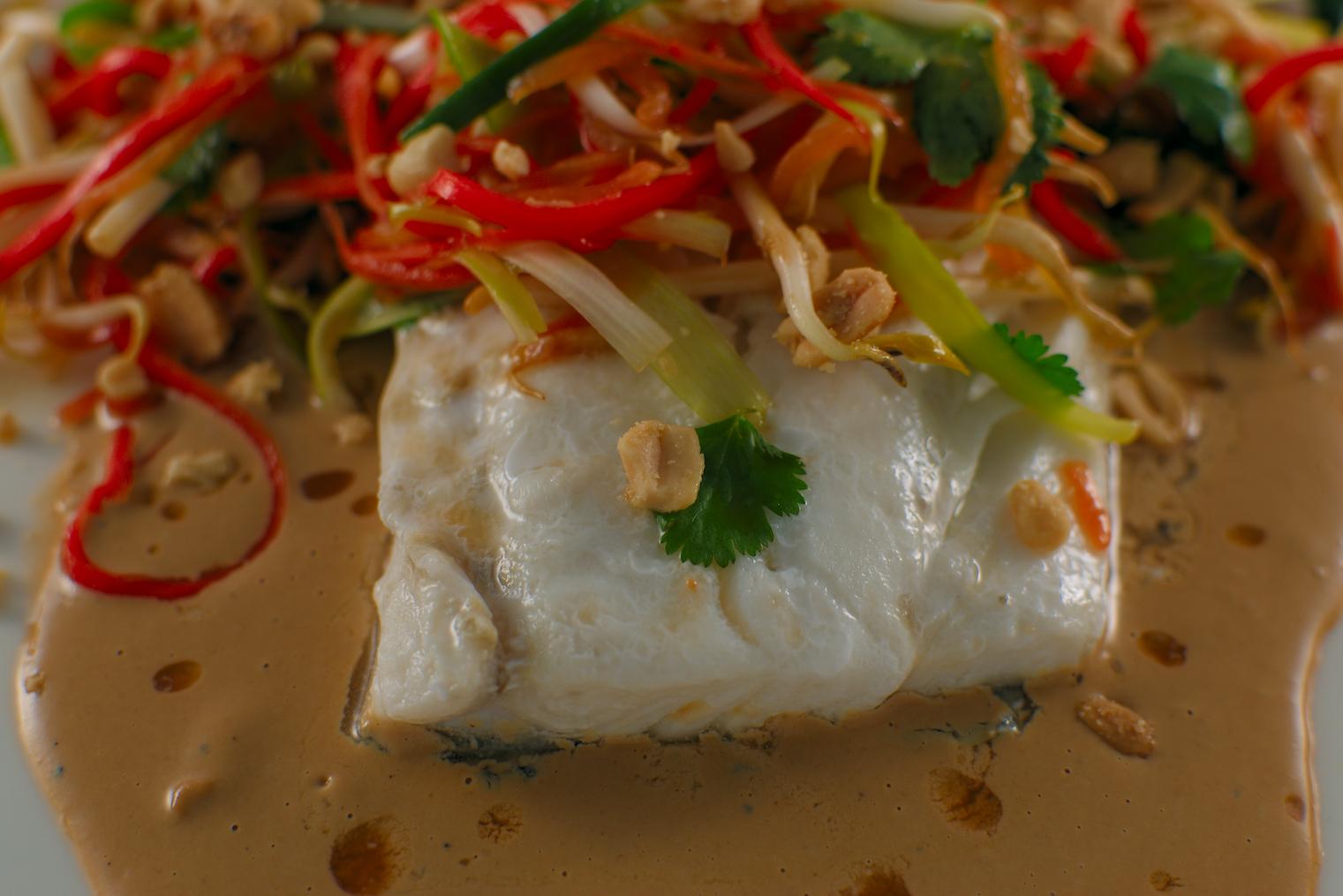 Gedämpfter Skrei | Papaya-Salat | Miso-Creme